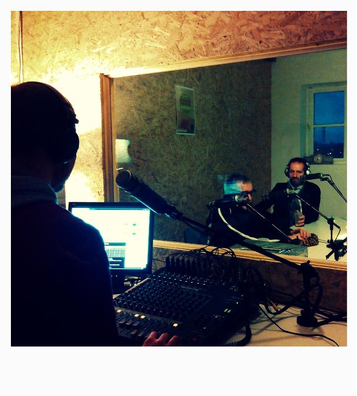 Les Sécheurs Aux Micros De Radio Eponyme